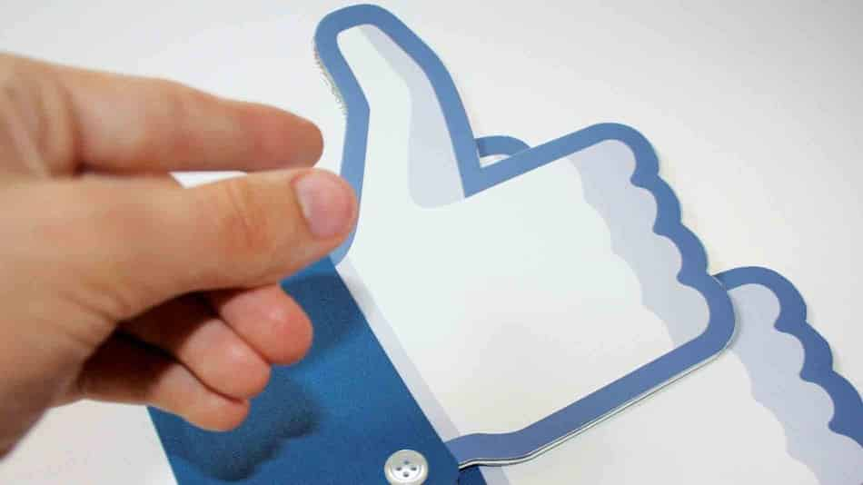 facebook-like-ads 3 أسباب قد تدفع الشركات والمعلنين إلى مغادرة فيس بوك