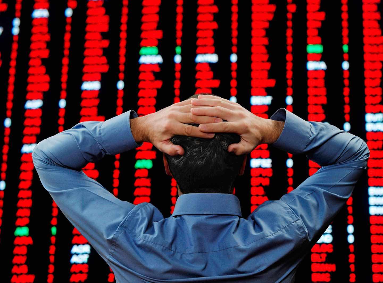 stock-market-crash الأزمة تصفع LinkedIn و تعمق جراح تويتر و تهز فيس بوك: ما الذي حدث؟ و لماذا؟