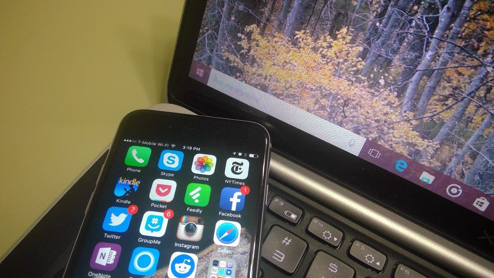 iphone-and-windows-10 لماذا أصبح ويندوز 10 مدفوعا على عكس OS X المجاني من آبل؟