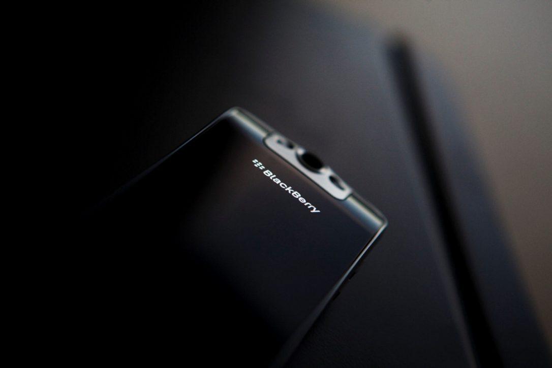 blackberry أزمة بلاك بيري: أخيرا التخلص من قسم الهاردوير دون الخروج من قطاع الموبايل