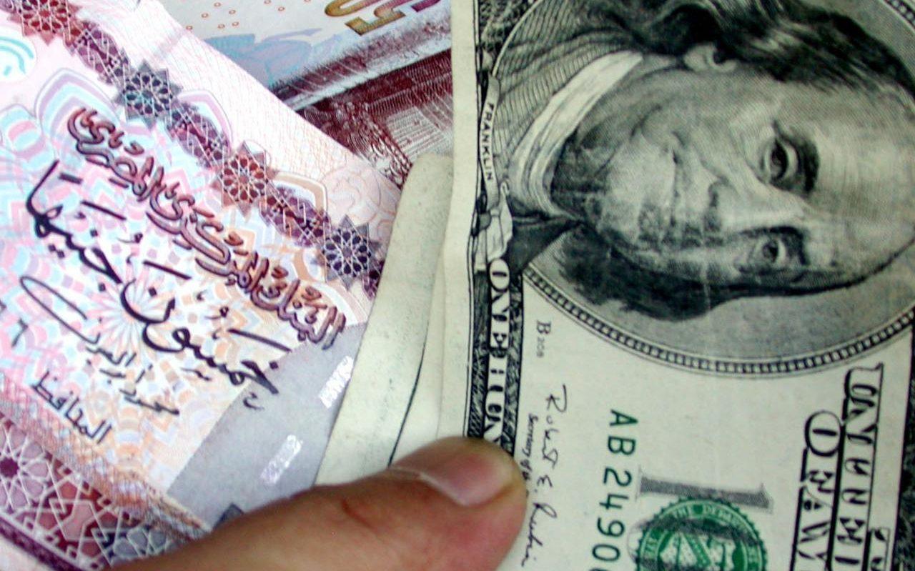 285969_TO_GO_WITH_STORY_TITLED_EGYPT_BLACK_MARKET كيف يمكن للأفراد حماية أنفسهم من انهيار العملة المحلية بسبب التعويم أو أي سبب آخر؟