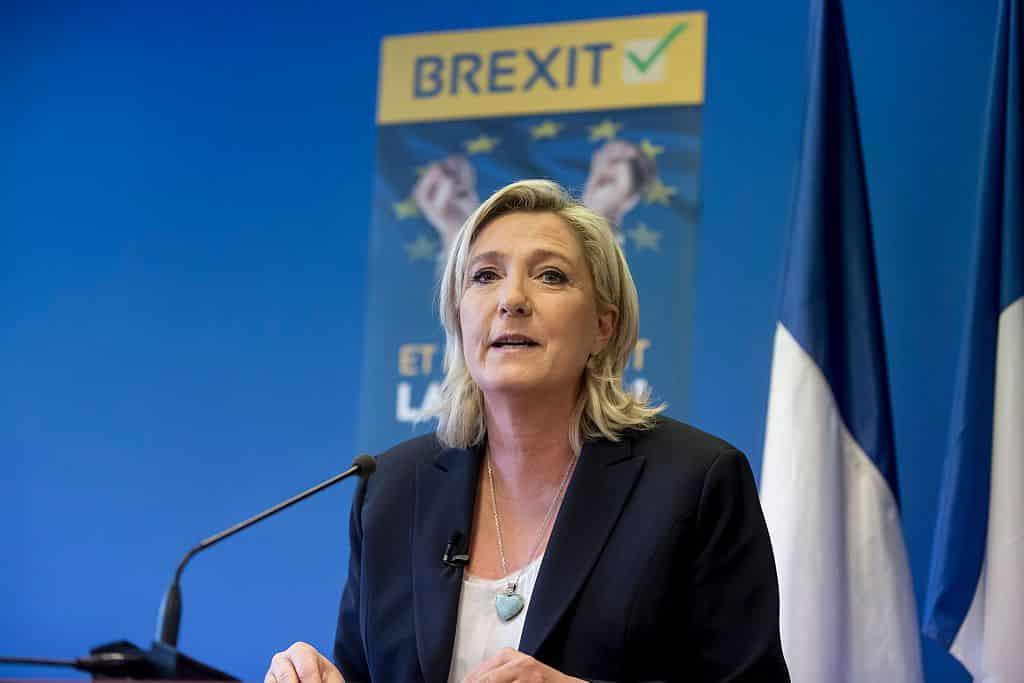 %D9%85%D8%A7%D8%B1%D9%8A%D9%86-%D9%84%D9%88%D8%A8%D8%A7%D9%86 مارين لوبان آمل فرنسا للخروج من جحيم الإتحاد الأوروبي الغارق في الأزمة