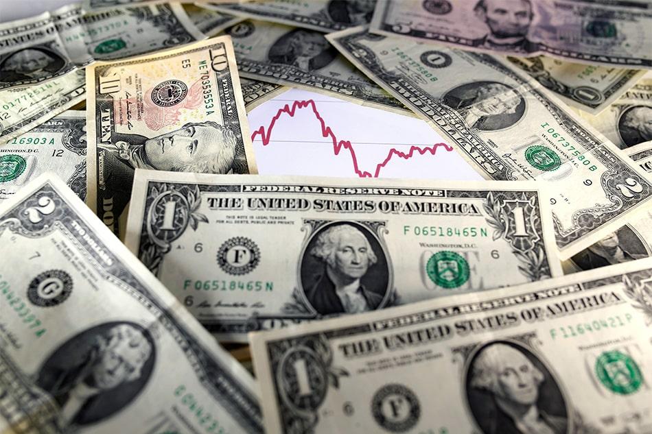 us-dollars 5 فوائد كبيرة لتراجع وانخفاض الدولار على الإقتصاد الأمريكي