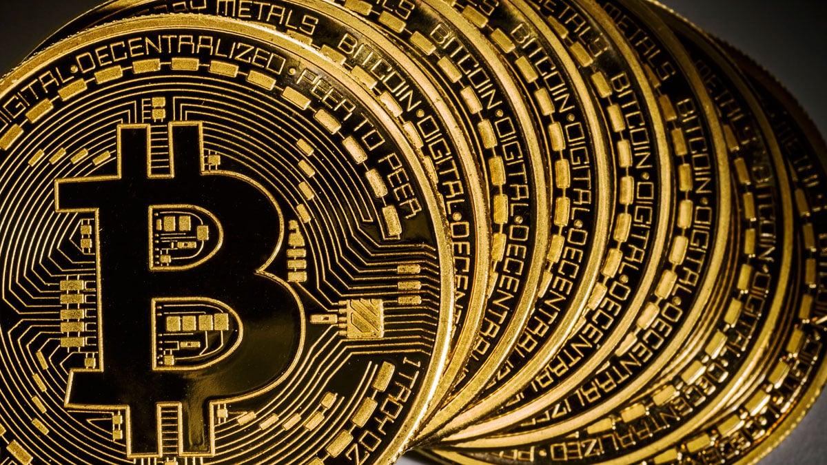 Bitcoin-1 بيتكوين تقترب من 2200 دولار وهذه إحتمالات انهيارها