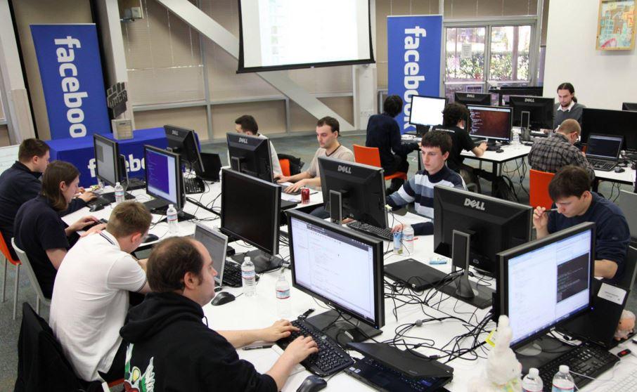 %D9%81%D9%8A%D8%B3-%D8%A8%D9%88%D9%83 رواتب الموظفين العرب لدى فيس بوك ومهامهم ومدة التدريب على الرقابة