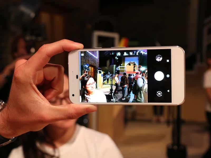 Google-Pixel-XL-1 مراجعة هاتف Google Pixel XL: شبيه آيفون من جوجل