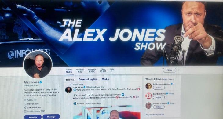 Alex-Jones-Show حرب فيس بوك آبل يوتيوب سبوتيفاي على أليكس جونز بسبب خطاب الكراهية