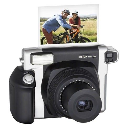Instax-Wide-300 أفضل الكاميرات الفورية في الوقت الحالي